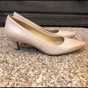 Brand new, Naturalizer, nude, kitten heels!